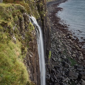2016-10-18 - Fraaie erg hoge waterval<br/>Mealt Falls and Kilt Rock - Staffin - Schotland<br/>Canon EOS 5D Mark III - 33 mm - f/16.0, 0.3 sec, ISO 100
