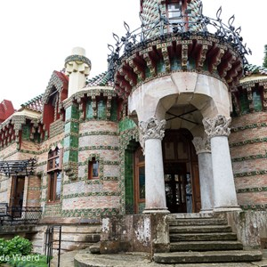 2015-04-26 - El Capricho de Gaudi<br/>El Capricho de Gaudi - Comillas - Spanje<br/>Canon EOS 5D Mark III - 24 mm - f/8.0, 1/40 sec, ISO 200