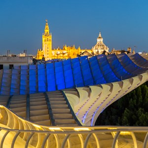2017-05-06 - Metropol Parasol - old and new<br/>Metropol Parasol - Sevilla - Spanje<br/>Canon EOS 5D Mark III - 64 mm - f/2.8, 0.3 sec, ISO 1600