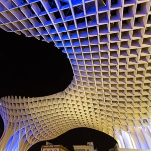 2017-05-06 - Metropol Parasol - new and old at night<br/>Metropol Parasol - Sevilla - Spanje<br/>Canon EOS 5D Mark III - 16 mm - f/16.0, 25 sec, ISO 200