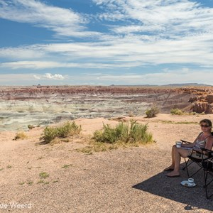 2014-07-09 - Koffie in de schaduw<br/>Little Painted Desert - Winslow - Verenigde Staten<br/>Canon EOS 5D Mark III - 24 mm - f/11.0, 1/200 sec, ISO 200