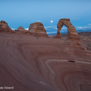 2014-07-11 - De maan boven Delicate Arch<br/>Arches National Park - Moab - Verenigde Staten<br/>Canon EOS 5D Mark III - 24 mm - f/8.0, 2.5 sec, ISO 100