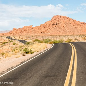 2014-07-20 - Verlaten weg door het park<br/>Valley of Fire State Park - Overton<br/>Canon EOS 5D Mark III - 70 mm - f/8.0, 1/320 sec, ISO 200