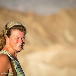 2014-07-24 - Carin in het vroege zonlicht<br/>Death Valley National Park - Verenigde Staten<br/>Canon EOS 5D Mark III - 200 mm - f/4.0, 1/1600 sec, ISO 400