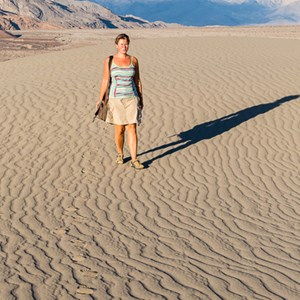 2014-07-25 - Carin in de verlaten woestijn<br/>Death Valley National Park - Verenigde Staten<br/>Canon EOS 5D Mark III - 70 mm - f/8.0, 1/500 sec, ISO 400