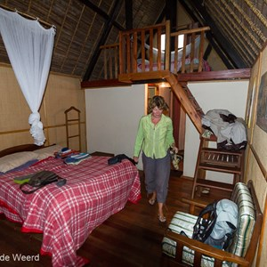 2013-07-28 - Carin in onze bungalow in Andasibe<br/>Feon ny Ala hotel - Andasibe - Madagaskar<br/>Canon EOS 7D - 10 mm - f/4.0, 1/60 sec, ISO 800
