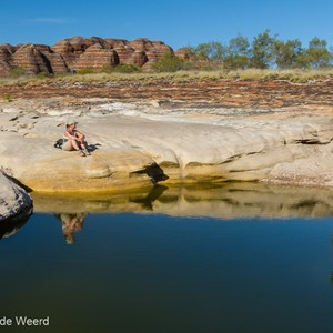2011-07-19 - Even een momentje van reflectie<br/>Piccaninny Creek en Gorge - Pernululu National Park (Bungle  - Australië<br/>Canon EOS 7D - 24 mm - f/11.0, 1/160 sec, ISO 200