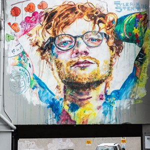 2018-12-11 - Street art - Ed Sheeran Mural door Tyler Kennedy Stent<br/>Centrum (mural paintings walk} - Dunedin - Nieuw-Zeeland<br/>Canon EOS 5D Mark III - 62 mm - f/8.0, 1/15 sec, ISO 200